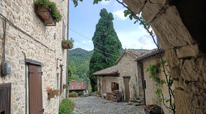 Uno scorcio suggestivo del Borgo La Scola